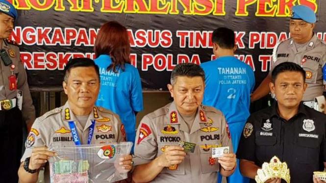 Toto Santoso dan Fanni Aminadia dari Keraton Ratu Sejagat ditahan Polda Jateng