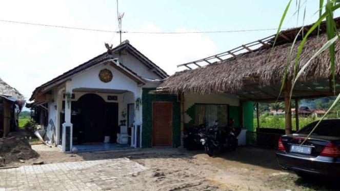 Rumah kontrakan yang ditinggali Raja Keraton Agung Sejagat, Toto Santosa.