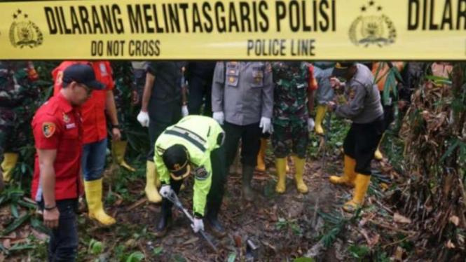 Polisi tutup tambang emas ilegal di Bogor.