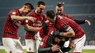Para pemain AC Milan merayakan gol