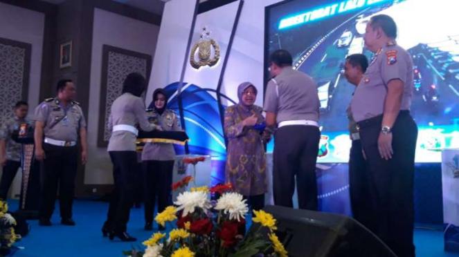 Wali Kota Surabaya Tri Rismaharini di Markas Polda Jatim di Surabaya pada Kamis, 16 Januari 2020.