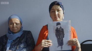 https://thumb.viva.co.id/media/frontend/thumbs3/2020/01/16/5e1fdc1843a81-bukan-hanya-muslim-uighur-china-juga-penjarakan-muslim-kazakh_375_211.jpg