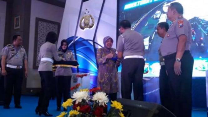 Wali Kota Surabaya Tri Rismaharini di Markas Polda Jatim di Surabaya