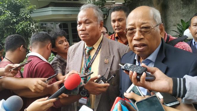 Tim hukum PDIP saat menemui pimpinan KPU