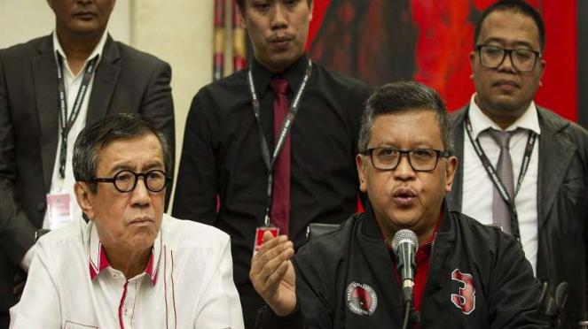 Sekjen PDIP Hasto Kristiyanto didampingi Ketua DPP Bidang Hukum Yasonna Laoly