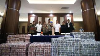 Kapolda Jawa Timur Irjen Pol Luki Hermawan ungkap kasus investasi ilegal