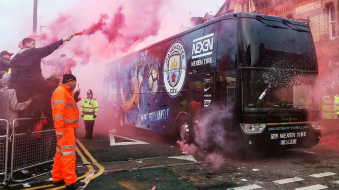 Teror suporter Liverpool menyerang bus tim Manchester City musim lalu