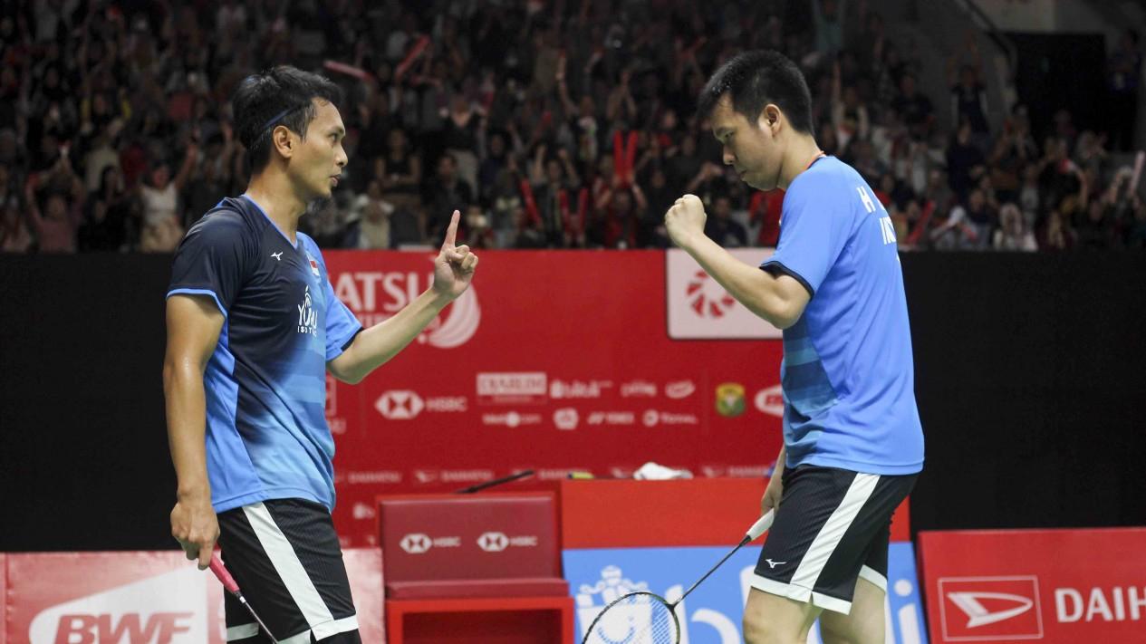 Ganda Putra Indonesia Ahsan/Hendra saat menghadapi wakil Taiwan Lee Yang/Wang Chi Lin dalam gelaran Indonesia Masters 2020 di Senayan, Jakarta, Jumat 17 Januari 2020.