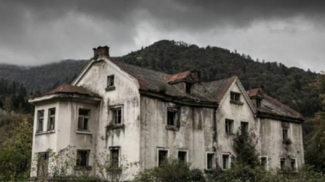 Rumah Horror Ilustrasi
