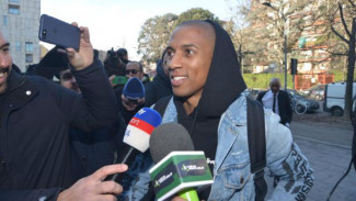 Calon bek Inter Milan, Ashley Young