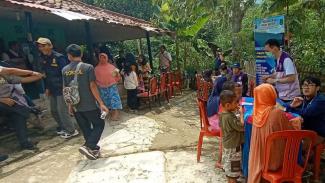 Posko pengobatan gratis di Kampung Paniis, Lebak, Banten.