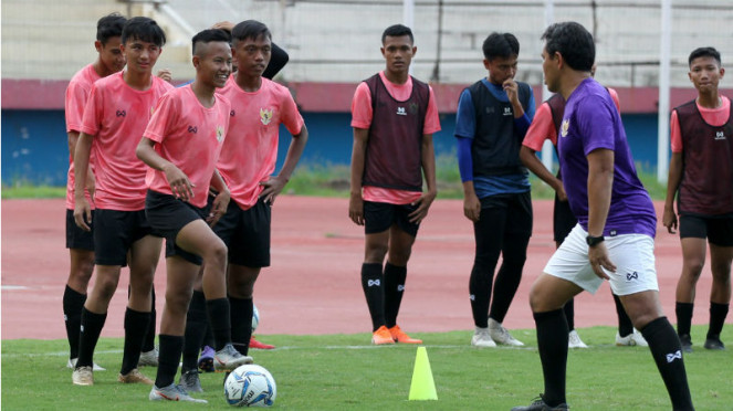 Sesi latihan Timnas Indonesia U-16
