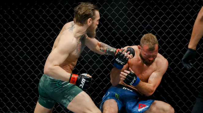 Duel antara Conor McGregor versus Donald Cerrone di UFC 246