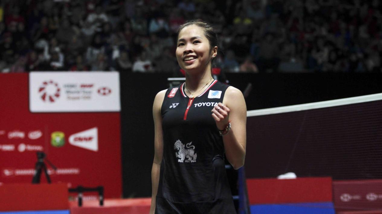 Tunggal Putri Thailand , Ratchanok Intanon saat menghadapi Carolina Marin dalam final Indonesia Masters 2020 di Jakarta, Minggu 19 Januari 2020.