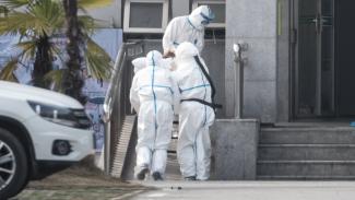 Para pasien virus corona dirawat di Rumah Sakit Jinyintan. - EPA