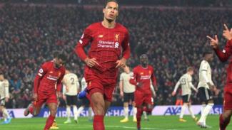Bek Liverpool, Virgil van Dijk rayakan gol.