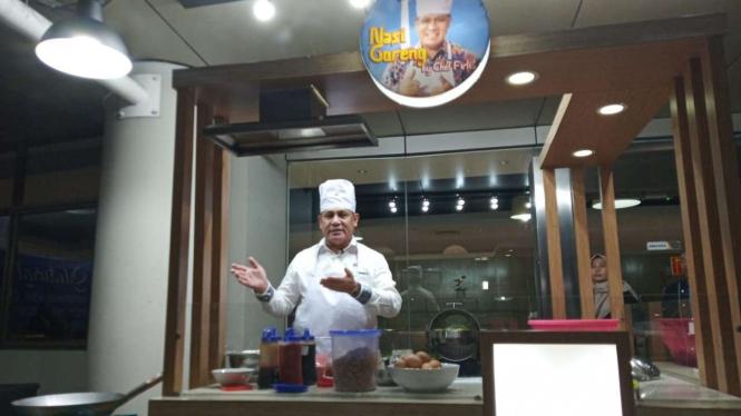 Ketua KPK, Firli Bahuri memasak nasi goreng