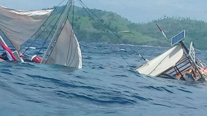 Kapal rombongan wartawan presiden terbalik di Labuan Bajo