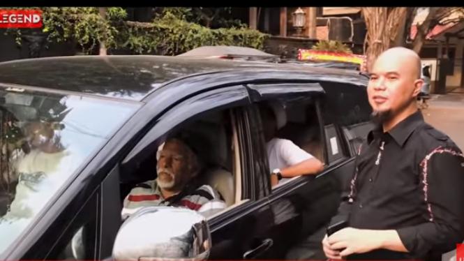 Wan Sehan Ajak Ahmad Dhani Muter Komplek Sambil Tebar Jagung