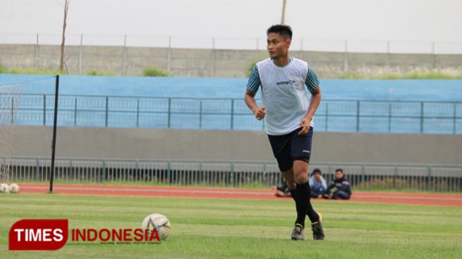 Roni Fatahilah mulai berlatih bersama Persela Lamongan, Selasa (21/1/2020). (FOTO: MFA Rohmatillah/ TIMES Indonesia)