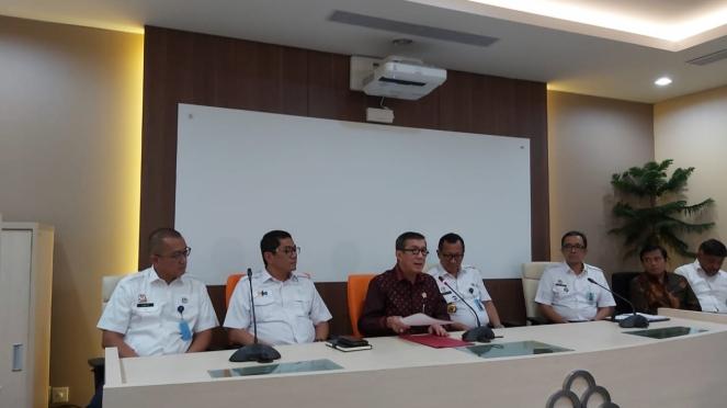 Menteri Hukum dan HAM Yasonna Laoly mengeglar konferensi pers