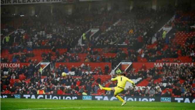 Banyak kursi kosong di markas Manchester United, Old Trafford