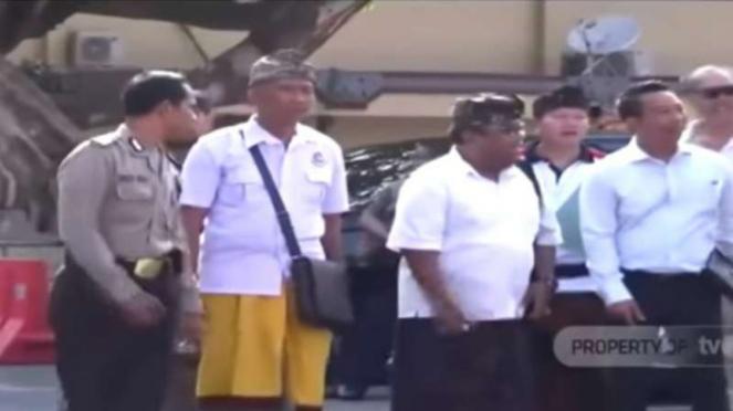 Anggota DPD asal Bali dilaporkan ke polisi karena dugaan pelecehan terhadap sulinggih dan pemalsuan identitas dengan mengaku sebagai raja Majapahit.