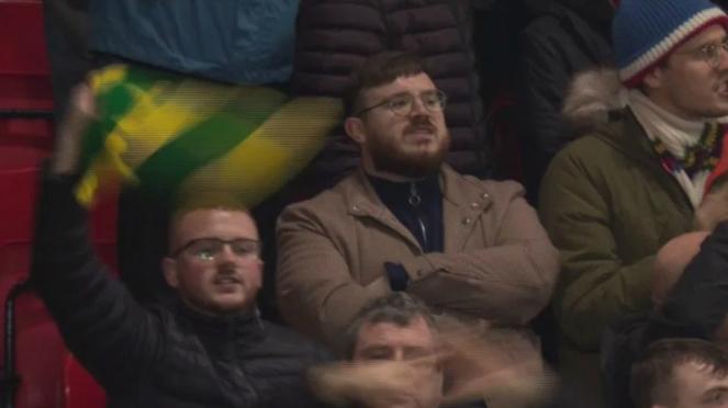 Suporter Manchester United serukan nyanyian Anti Woodward & Glazer