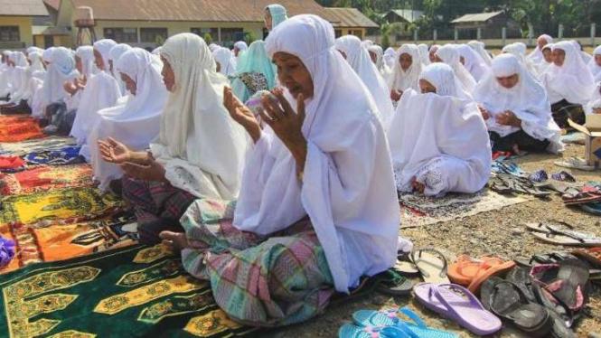 Warga Aceh Besar melaksanakan salat Istisqa.