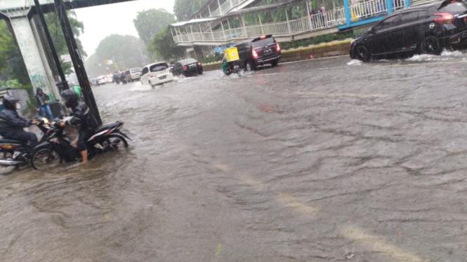 Genangan air di Jl Gunung Sahari, Jakarta Pusat