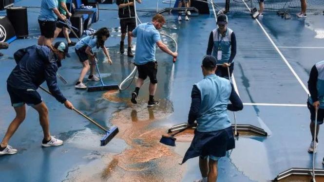 Lapangan tenis Australia Open 2020 kebanjiran