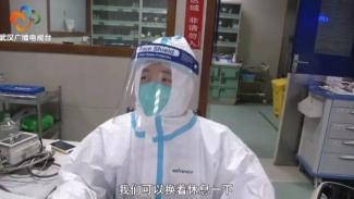 Perawat di rumah sakit di Wuhan, China.
