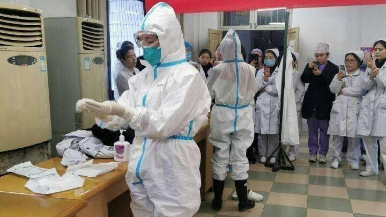 Para tenaga medis di Wuhan, China, yang siap menolong pasien virus corona.