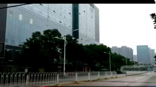 Situasi lengang jalanan di kota Wuhan, China, dalam isolasi akibat wabah virus corona.