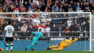 Bek Barcelona, Jordi Alba, membuat gol bunuh diri