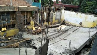 Proyek bangunan sekolah ambruk di Parung, Bogor.