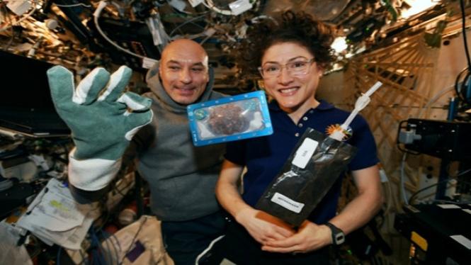 Astronot Yahudi Kasih Saran Lockdown akibat Corona dari Luar Angkasa