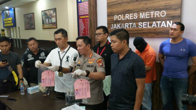 Polisi tangkap pengumbar alat kelamin