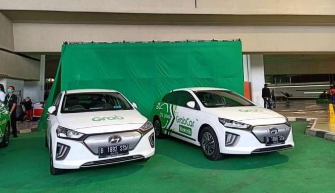 https://thumb.viva.co.id/media/frontend/thumbs3/2020/01/27/5e2e5cd803a06-layanan-taksi-online-grab-menggunakan-kendaraan-listrik_663_382.jpg