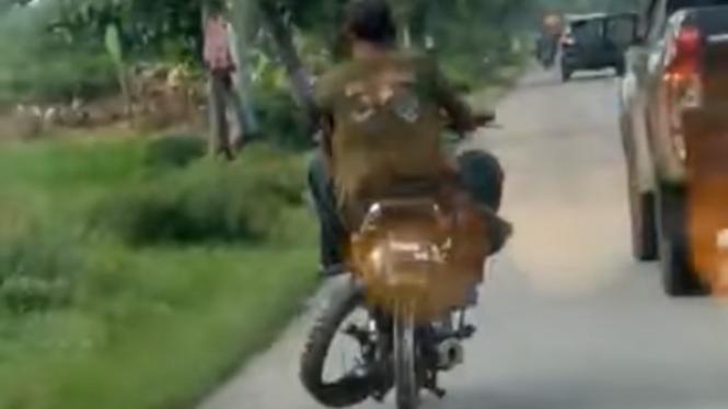 Motor tanpa ban belakang