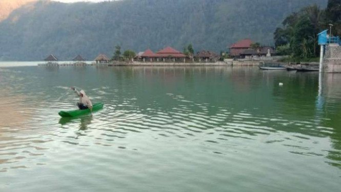 Warna air Danau Batur berubah jadi hijau