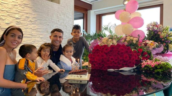 Cristiano Ronaldo rayakan ulang tahun kekasihnya, Georgina Rodriguez