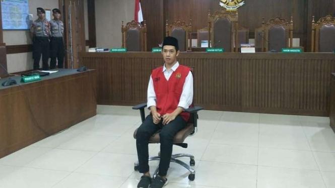 Terdakwa kasus demo pelajar Luthfi Alfiandi (20)