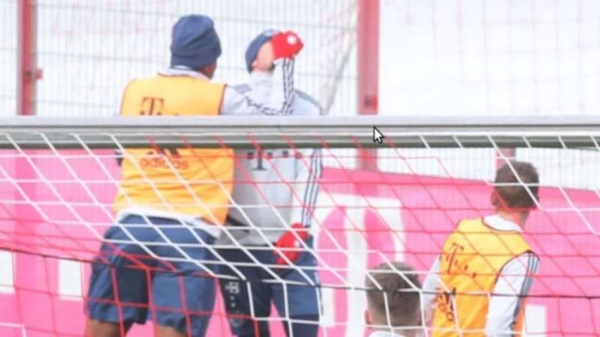 Jarome Boateng memukul Leon Goretzka