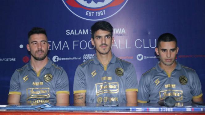 Tiga pemain asing Arema FC, Jonathan Bauman, Matias Malvino, dan Elias Alderte