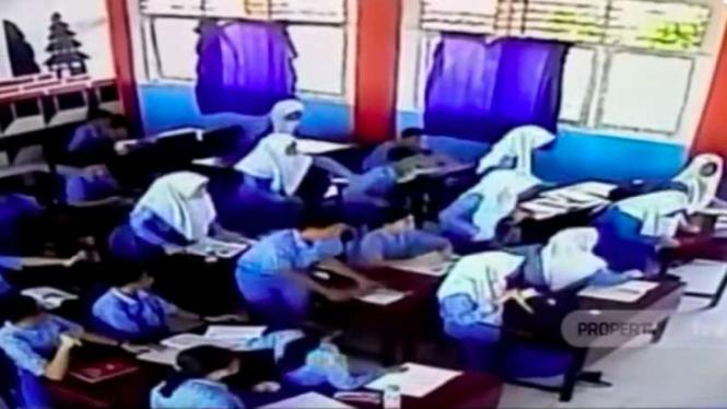VIDEO: Kepanikan Para Pelajar di Ternate saat Gempa