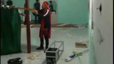 Massa Berikat Kepala Merah Rusak Musala, Bupati: Salat di Rumah Dulu