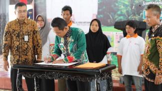 Bupati Lumajang Thoriqul Haq saat Kampanye Aksi Nyata Pengendalian Alih Fungsi Lahan Sawah yang digelar Kementerian Pertanian, di Pendopo Arya Wira Raja, Kabupaten Lumajang, Kamis (30/01/2020).