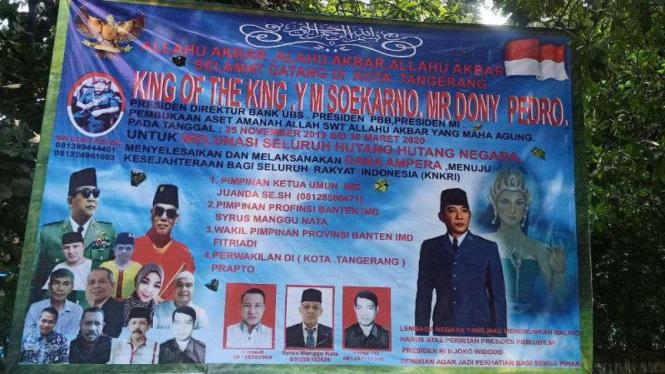 Spanduk kelompok King of The King di Tangerang.