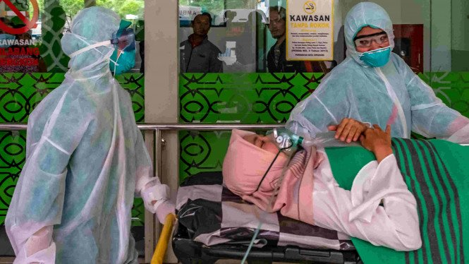 Simulasi penanganan pasien suspect virus Corona.
